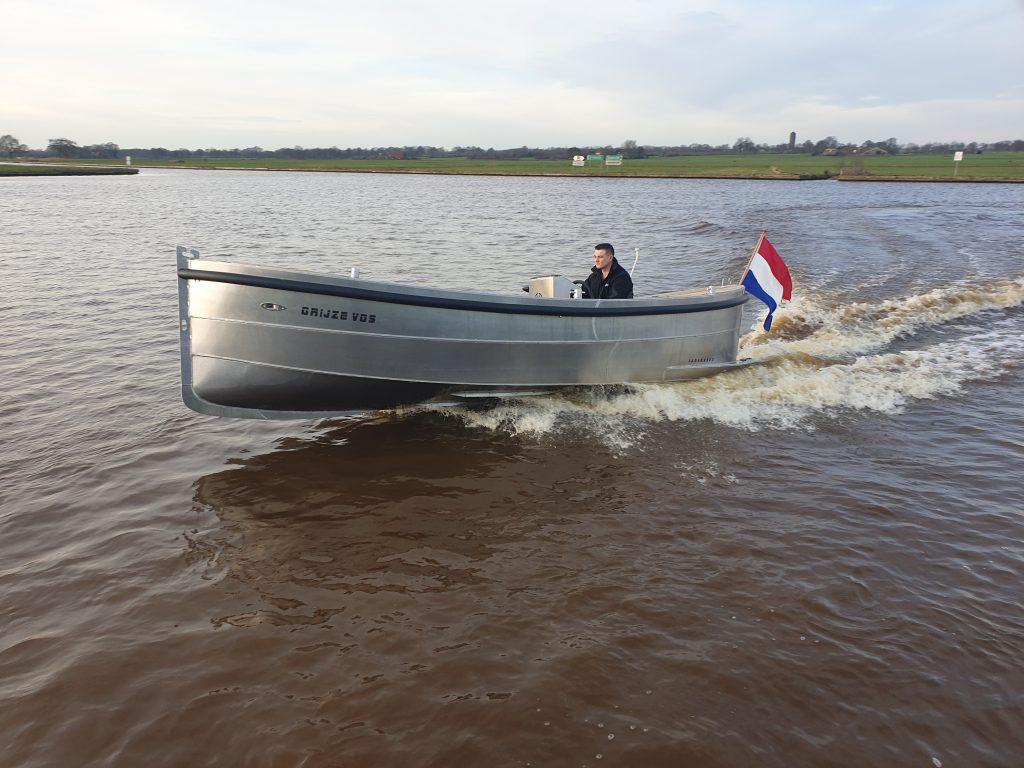 snel varen met een aluminium boot