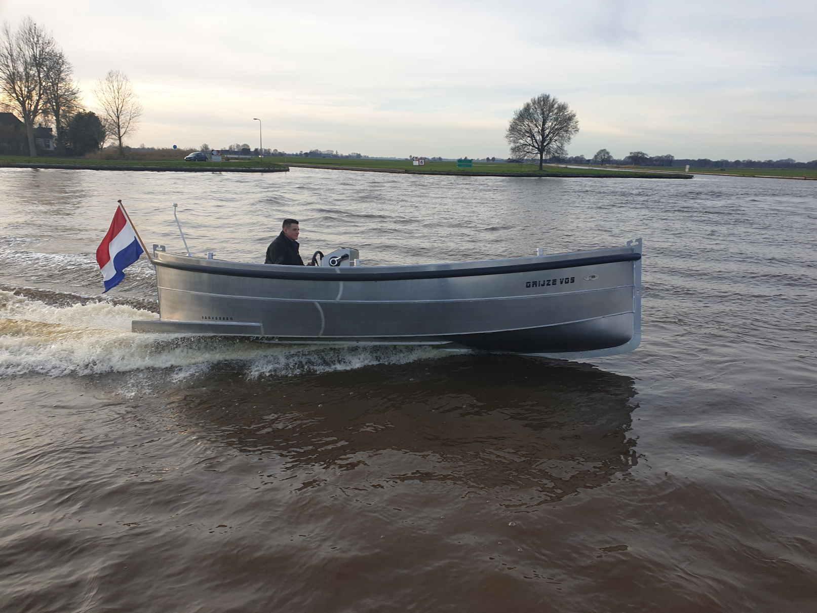 VanVossen Sloep 600