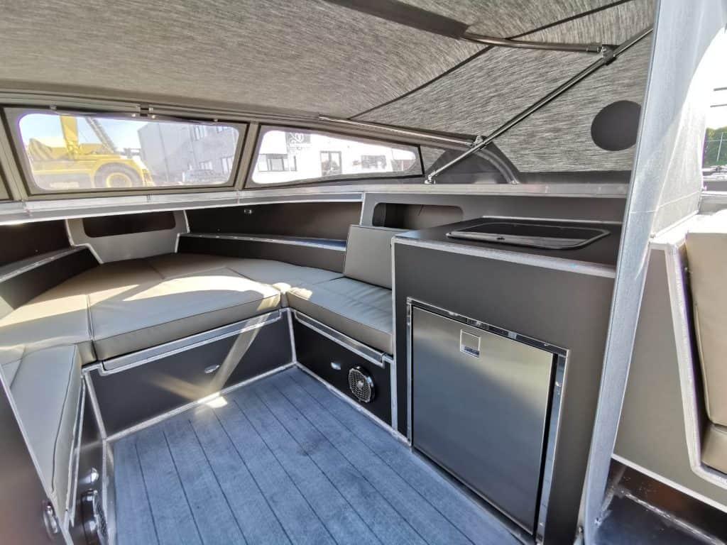interieur van een boot van aluminium