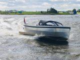 Sloep 550 Sport in het water