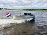 Sloep 550 Sport in het water achterkant