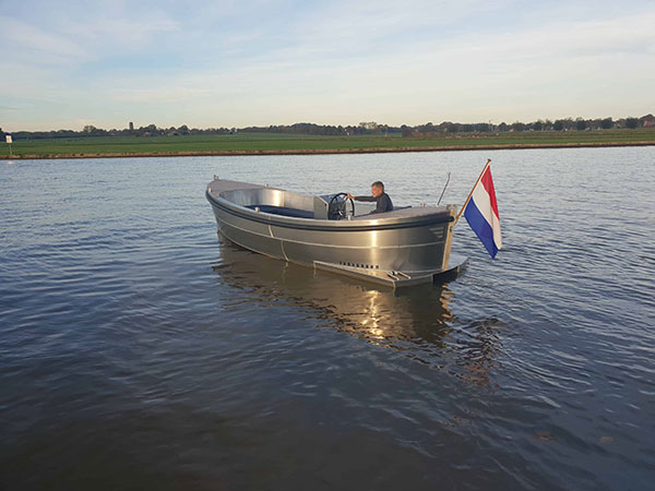 VanVossen Sloep 700