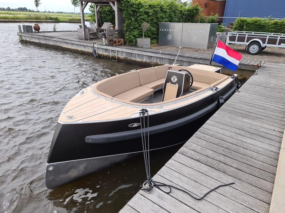 een boot van alle gemakken voorzien