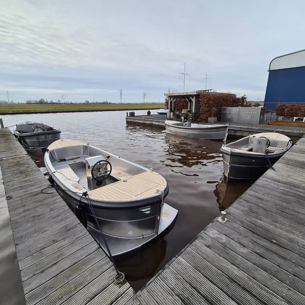 zelflozende boten vlakbij Aalsmeer